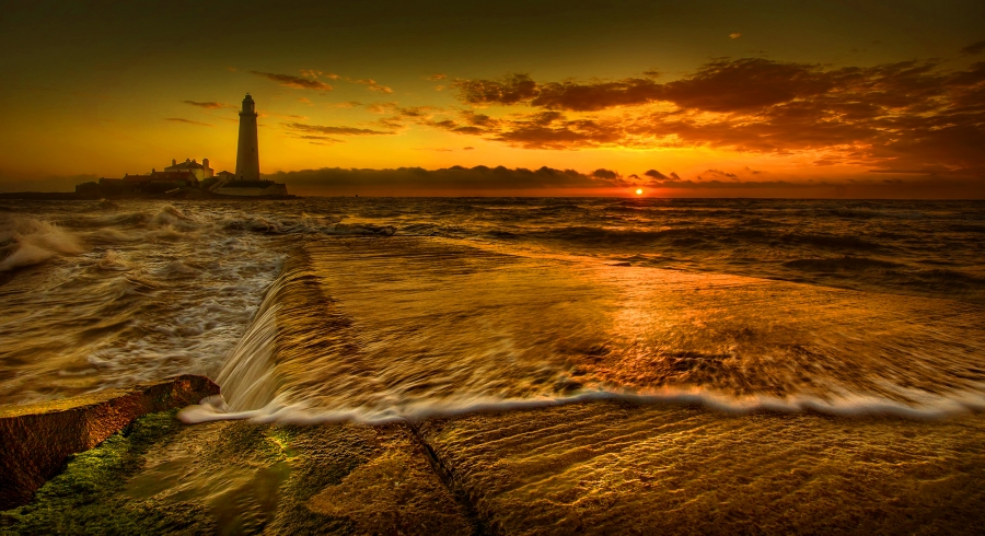 St Marys Lighthouse at Dawn